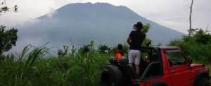 Outing Karyawan Pemandangan Gunung 4
