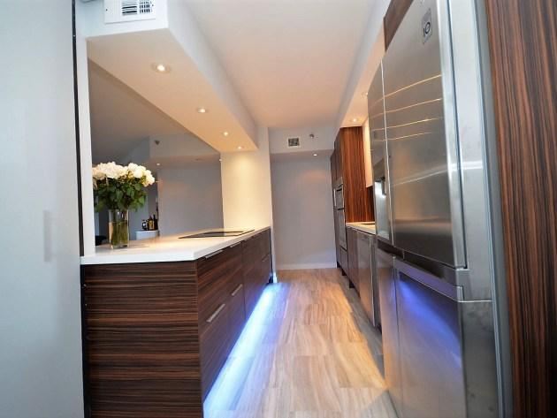 Contemporary-Kitchen-Miami-36