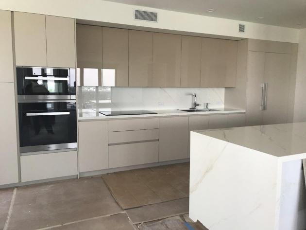Contemporary-Kitchen-Miami-20