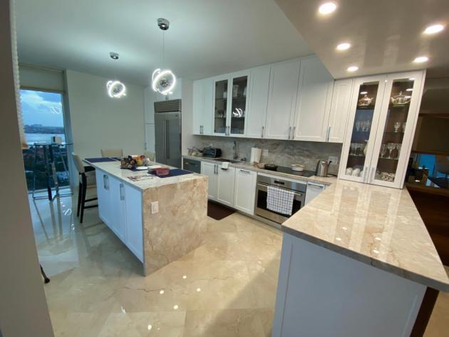 Contemporary-Kitchen-Miami-86