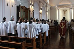 maynooth_students_at_mass