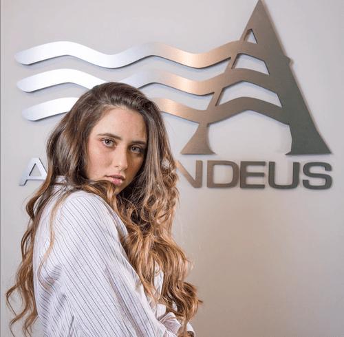Always have a beautiful healthy hair with us at Hair Salon Armandeus Orlando