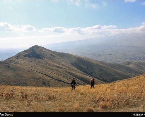 Կարմիր Թև լեռ - Արշավներ Հայաստանում