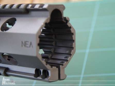 """NEA-15 12"""" - l'interno dei riscontri del forearms"""