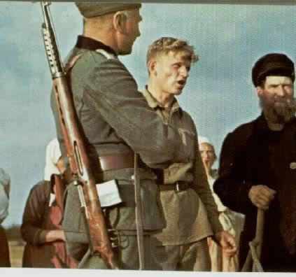 Soldato tedesco con un Tokarev SVT-40 in spalla.
