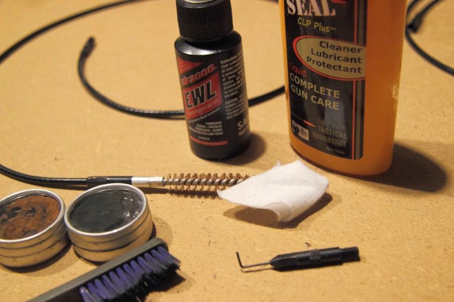 Spazzolino, scovoli pezze e il nuovo solvente dal profumo balsamico