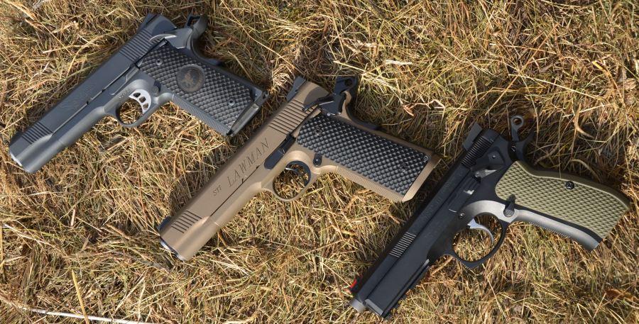 Vista delle 3 guancette montate sulle rispettive armi.