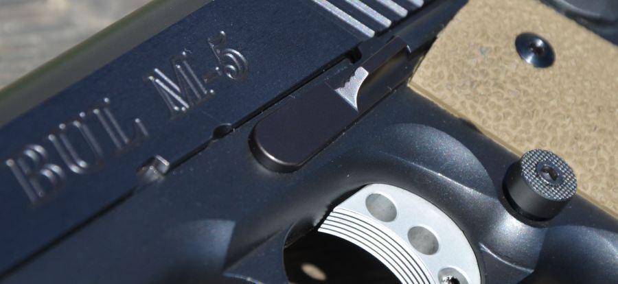 BUL - Dettaglio dell' hold open e del bottone per lo sgancio caricatore maggiorato, entrambi Ed Brown