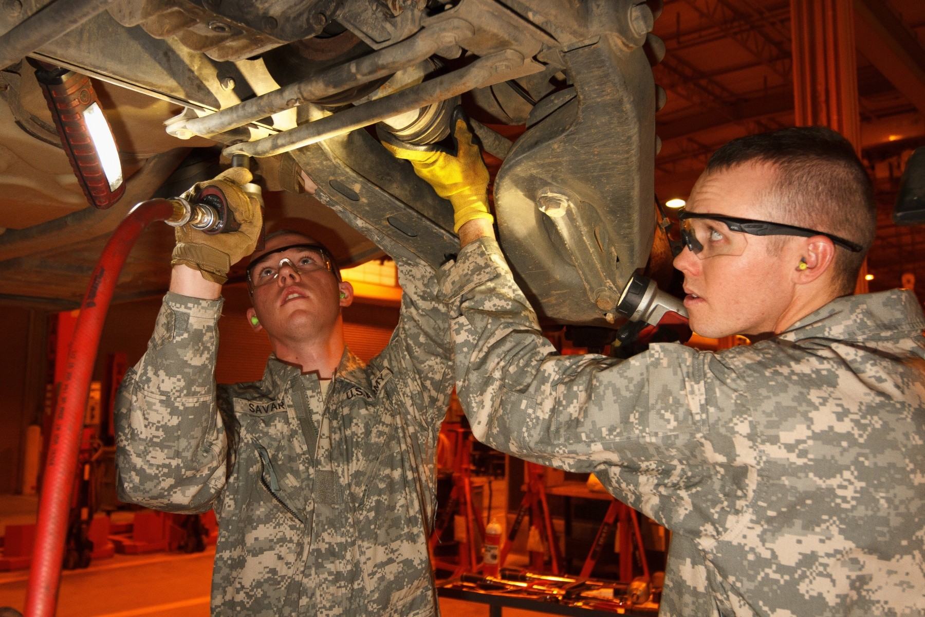 Arizona Guard Soldiers provides maintenance support to the US Army during annual training