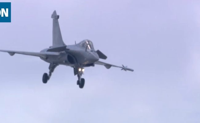 Watch The Dassault Rafale Fly Over The 2019 Paris Air Show