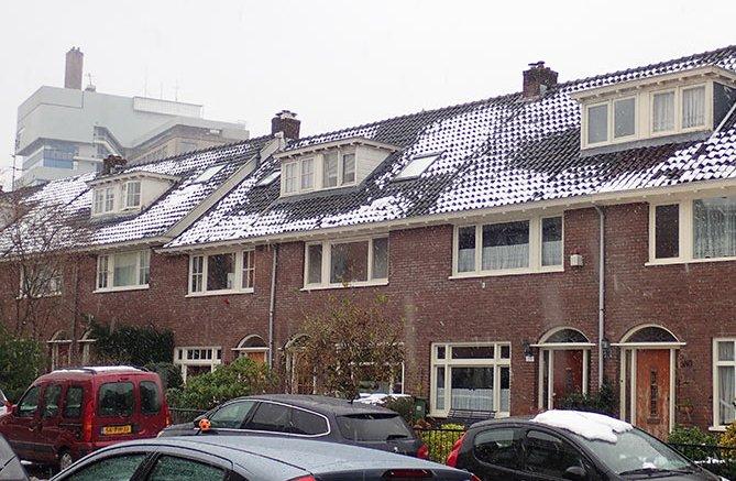 warmtelekken zichtbaar door sneeuw-Winst uit je woningdaken-met-sneeuw