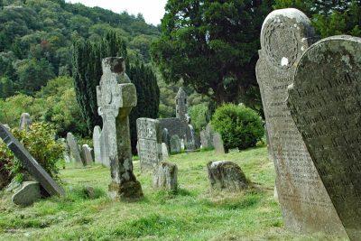 Sfeer op een Ierse begraafplaats