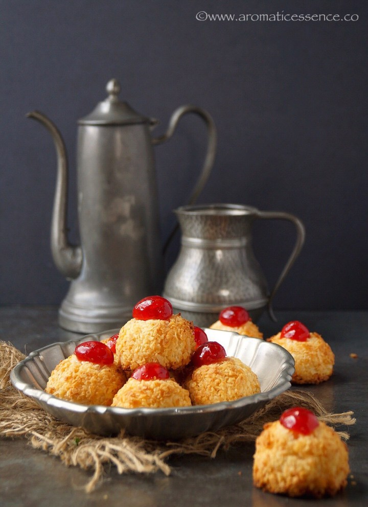 Eggless Coconut Macaroons | Two Ingredient Coconut Macaroons
