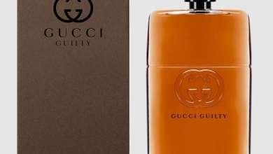 صورة التميز والرجولة مع عطر غوتشي غيلتي أبسولوت المستخلص من الخشب الذهبي Gucci Guilty Absolute
