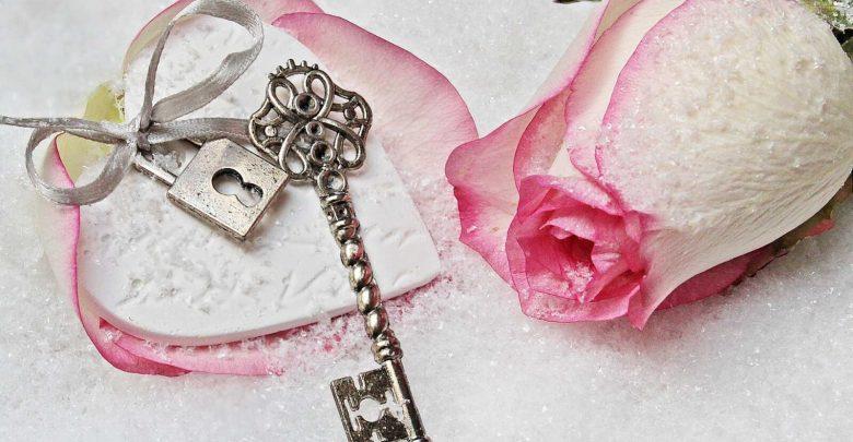 صورة أجمل كلام الحب وعطور الفالنتاين