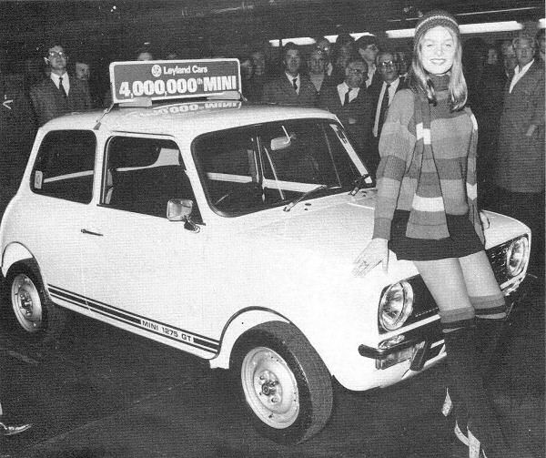Model Sue Cuff was on hand to see off the four millionth Mini in 1976.