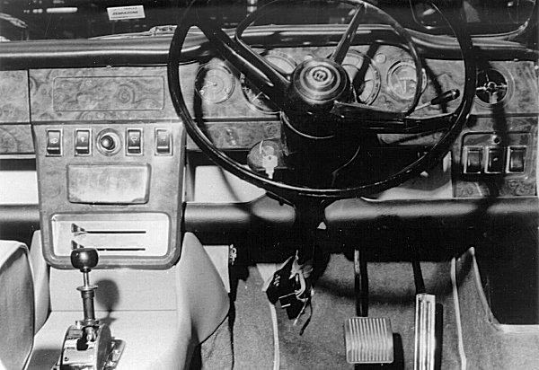 The dashboard is a thing of real beauty, and is far more in keeping with its luxury car status than the production Austin version.