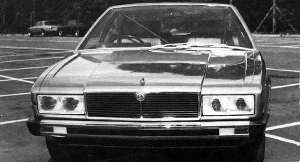 This is Bertone's second submission for the Project XJ40, dating from 1976. Again, although it was rejected, it appears to have had an undeniable influence on the style of the final car.