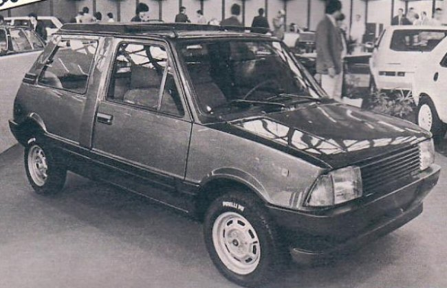 """A long wheelbase version of the Innocenti Mini (utilising the Estate floorpan), coachbuilt by """"Embo"""". This photo was published in the 1982-83 Spanish car catalogue """"Velocidad"""". (Picture kindly supplied by Graham Arnold.)A long wheelbase version of the Innocenti Mini (utilising the Estate floorpan), coachbuilt by """"Embo"""". This photo was published in the 1982-83 Spanish car catalogue """"Velocidad"""". (Picture kindly supplied by Graham Arnold.)"""