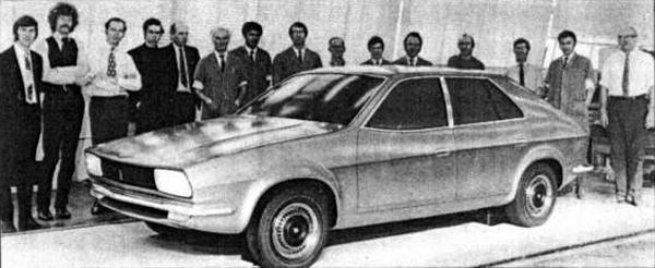 First clay model, completed in November 1970 at Longbridge shows that unlike the Allegro, the lines of the Princess made it from concept to production reality without too much corruption from the production engineers. Harris Mann is stood to the far left in this picture.