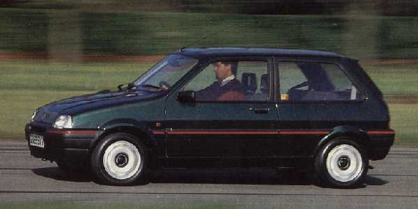 At launch, the Metro GTa was the penultimate sporting model in the range: this brisk hatchback was powered by the 8-valve version of the 1.4-Litre K-series engine and served as a suitable replacement for the well-loved MG Metro 1300. Evident in this photo is the elongated front end and slightly lengthened wheelbase forward of the front doors.