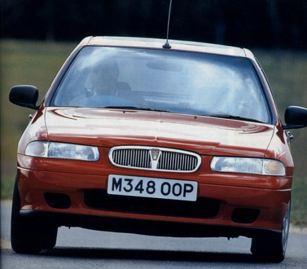 One of the main criticisms levelled at the 400 at the time of its launch was of the anodyne front-end treatment. Also evident in this picture are the somewhat exaggerated body roll angles, which could even be experienced at quite modest speeds – hardly a recipe for incisive handling.