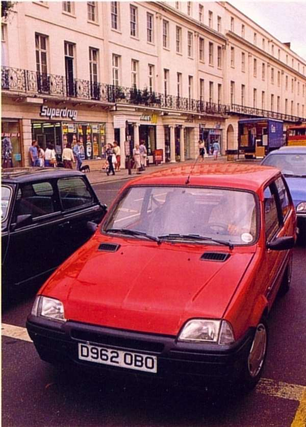 Spotted testing in 1989, the R6 prototype could have gone unnoticed in this street scene