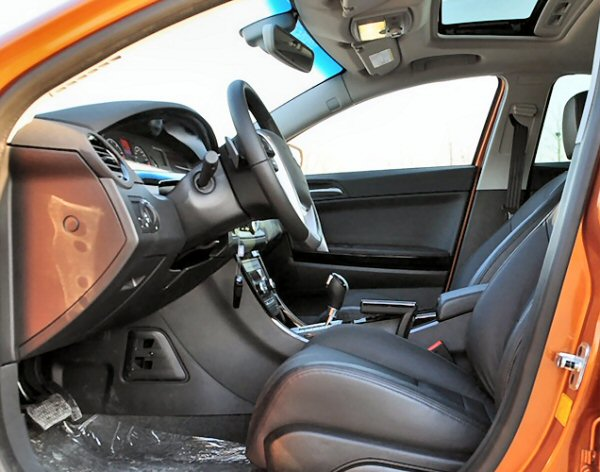 Driving position is fine, with perfect pedal and steering wheel positioning. Seats are very supportive.