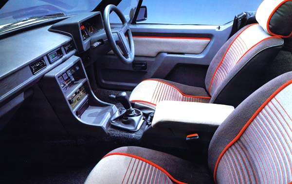 Jevon Thorpe's SS1 interior. This is the 1600 model with a glovebox below the armrest, and head restraints as standard. This early car has Ford instruments but much of the switchgear is from Austin Rover; the seats were from the TR7.