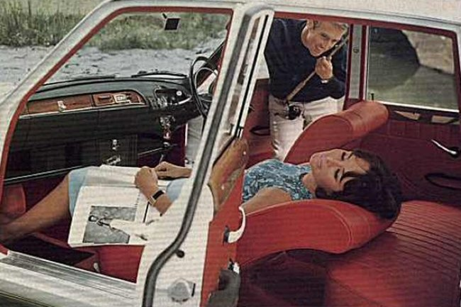 The interior was a sumptuous place to be, as the model clearly demonstrates, but its dashboard design clearly lacked cohesion. This situation would be rectified in the Innsbruck.