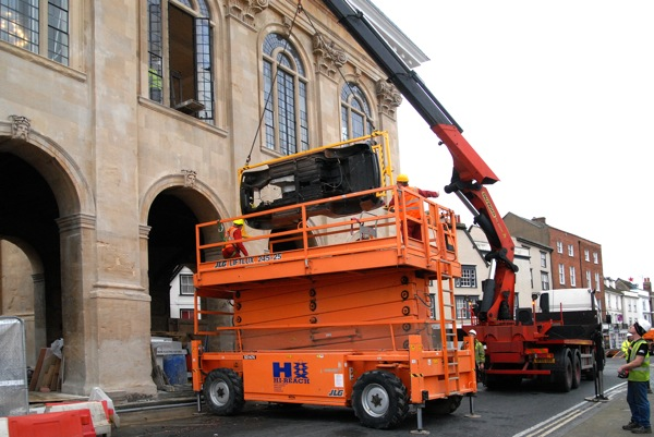 MGB is carefully lifted in to Abingdon County Hall Museum with 15mm to spare
