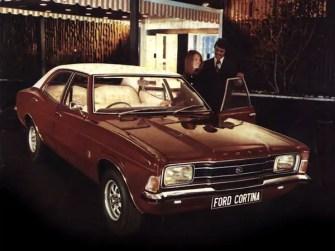 ford_cortina_4-door_saloon_3