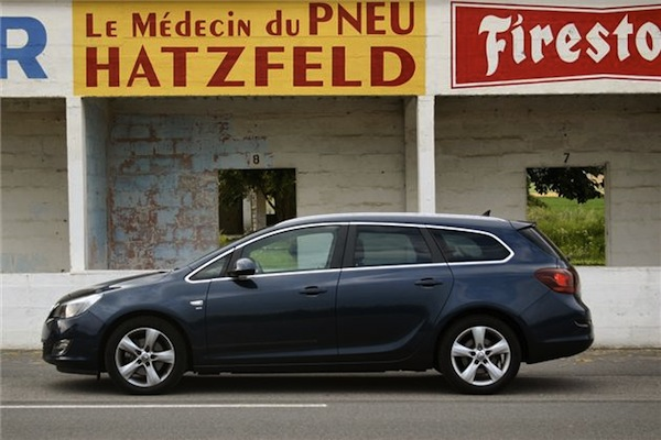 Astra Sports Tourer takes a well earned break in Reims