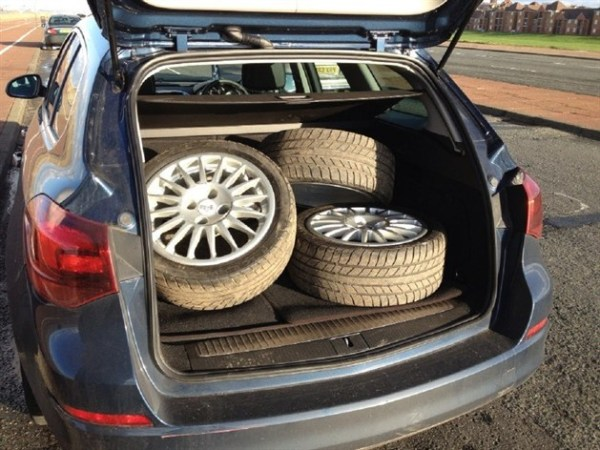 Four OZ Supertouring wheels fit in the Astra's boot without lowering the seat or affecting the luggage cover.