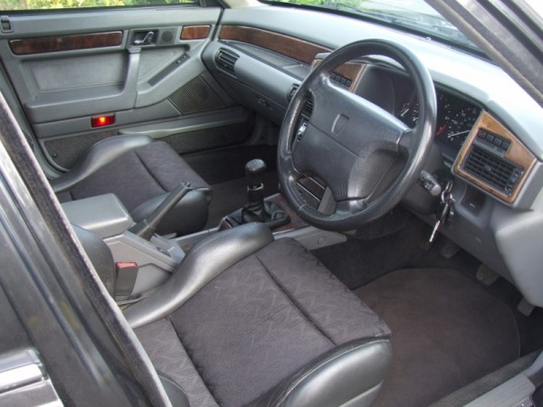 Near mint Vitesse interior with minimal dash lift. Even 20 years on, I still love those Recaros...