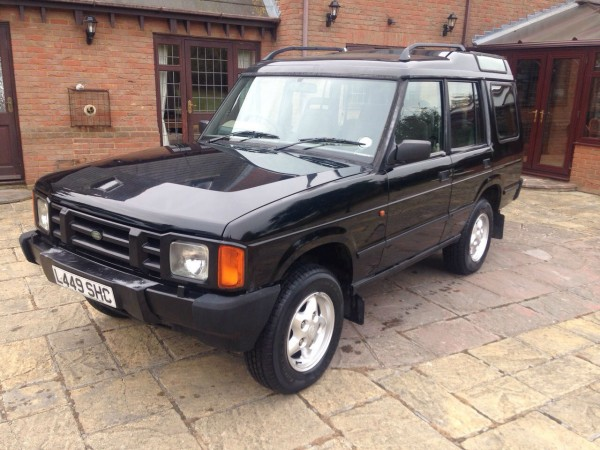 Most 200Tdi Discovery have either rotted away or been modified to unrecognisable levels by now, but this one looks mighty clean...