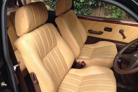 Fluted leather, in pure Vanden Plas style.