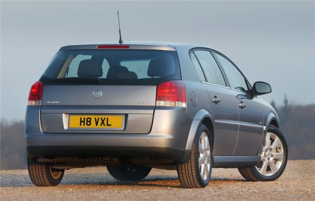 With past exec masters such as the Senator and Omega, Vauxhall then gave us a oddly styled Vectra... FAIL!
