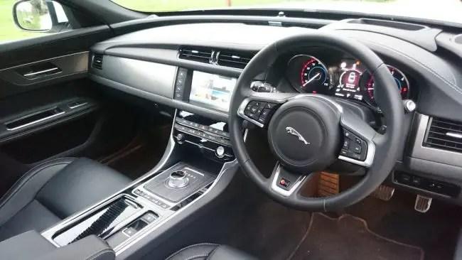 Jaguar XF (3)