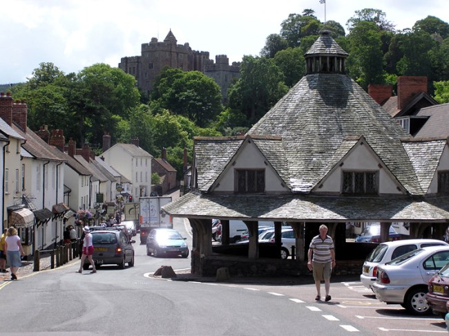 Dunster 2004 (Wikipedia)