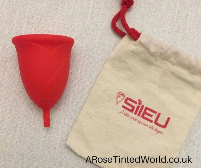 The rose shaped design and cup storage bag