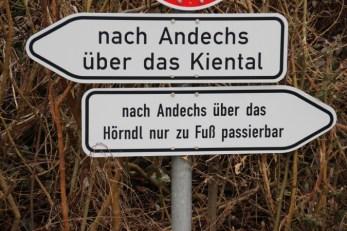 Wegweiser zum Kloster Andechs