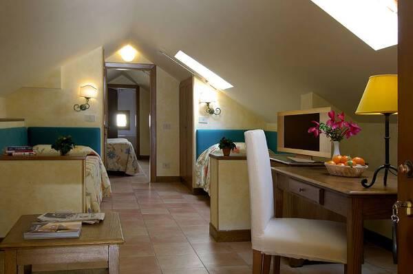 Hotel Santa Maria a Roma nel quartiere Trastevere un antico convento del 500 con camere e