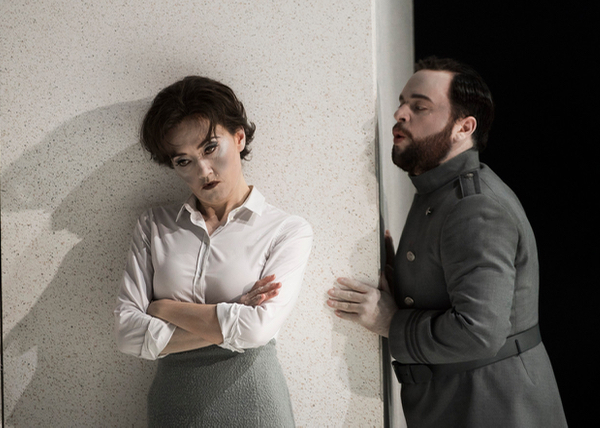 Stephanie d'Oustrac as Beatrice, Paul Appleby as Benedict ©Alastair Muir 22.07.16 Beatrice et Benedict 046