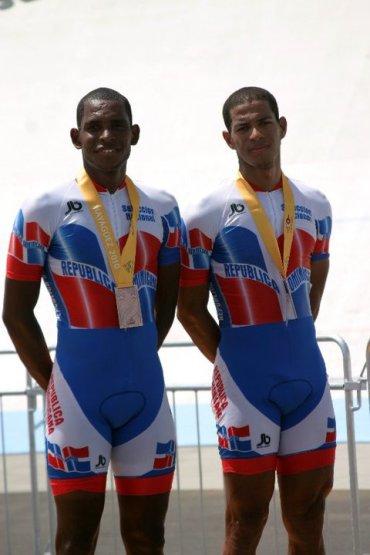 Augusto Sanchez y Rafael Meran Bronce Mayaguez Madison cerca