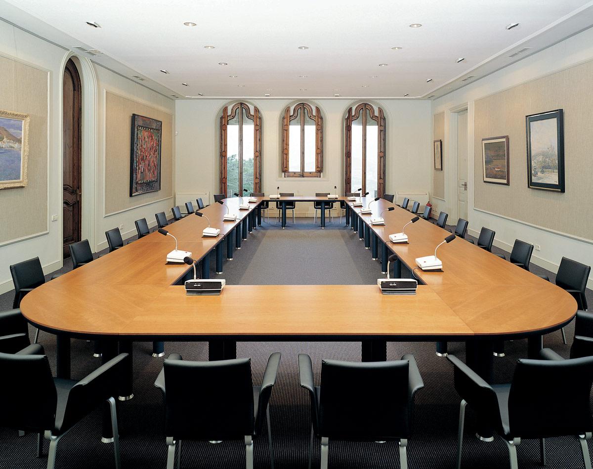 Iluminacion en oficinas de reuniones