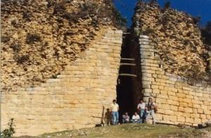 Kuelap_entrance