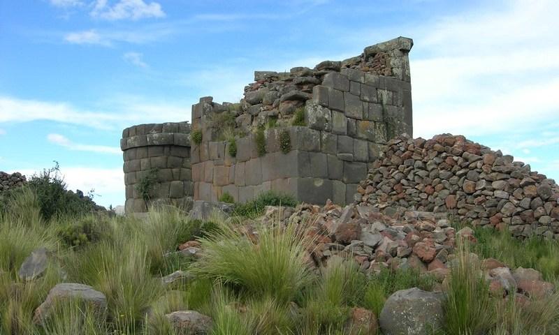 Hallan restos óseos en Complejo Arqueológico de Cutimbo, Puno, Perú