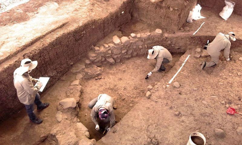 Descubren en Cusco muro circular de piedra de más de 3,000 años de antigüedad