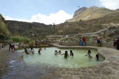 "Aguas termales Seccsachaca ""Villa Cariño"""